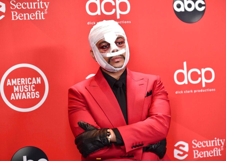 The Weeknd med hovedet bundet godt ind the American Music Awards i søndags.