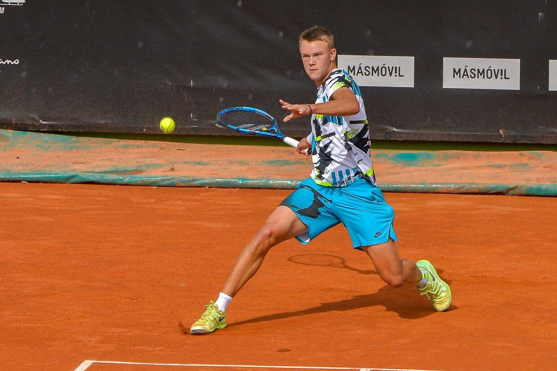 Holger Rune i aktion 26. oktober 2020 under en turnering i Spanien.