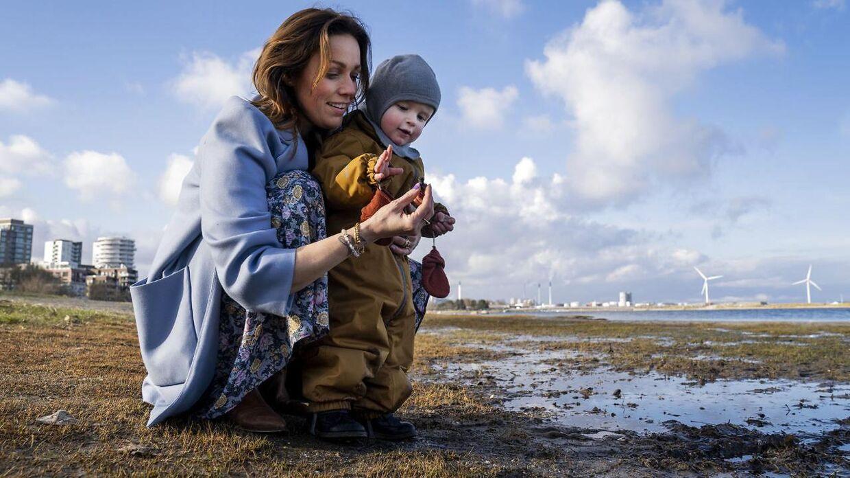 Lisbeth Østergaard har to børn. Her ses hun med sin yngste søn, Carlo på to år.