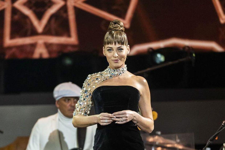 Sarah Grünewald som seerne kender og elsker hende. Som vært for 'Vild med dans'.