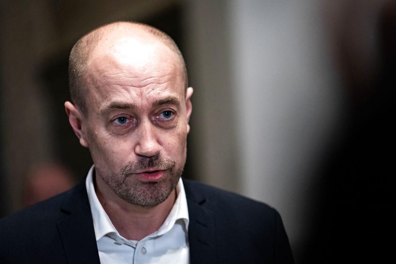 Flere partier har nye spørgsmål til sundhedsminister Magnus Heunicke (S) om læger og sygehuses håndtering af alvorligt syge under coronakrisen.