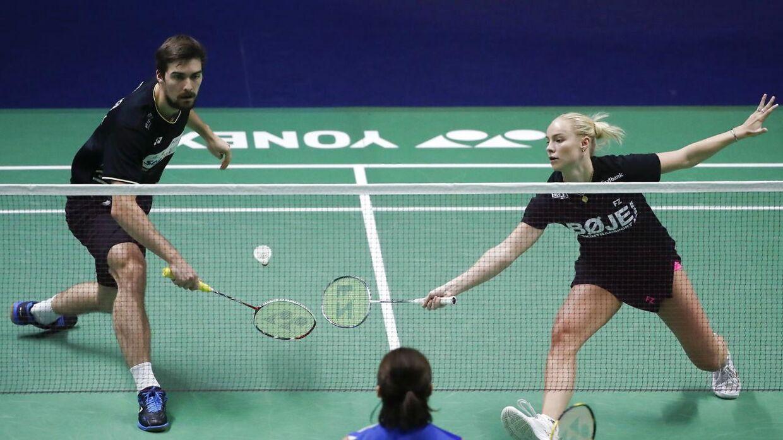 Mathias Christiansen og Alexandra Bøje danner par uden for banen.