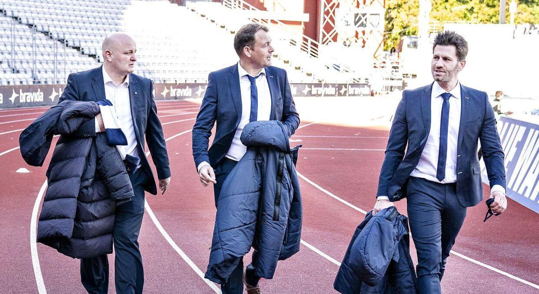 AGF's direktør, Jacob Nielsen, med blandt andre Peter Christiansen i sommer.