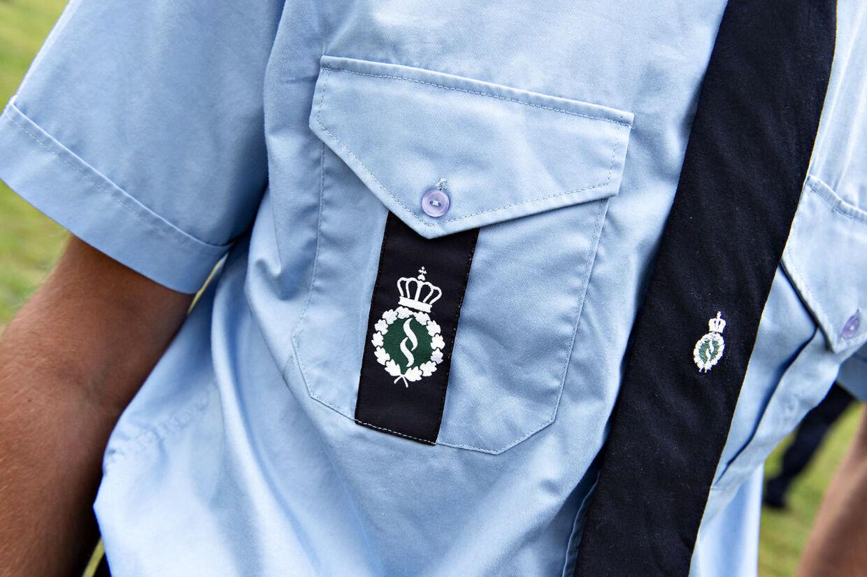 Detaljer fra Kriminalforsorgens fængselsbetjent uniform, skjorte, slips m.m. ifm. åbningen af kriminalforsorgens nye uddannelse til fængselsbetjent i Møgelkær ved Horsens, mandag den 5. august 2019.