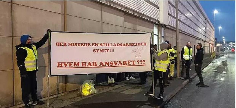 Omkring 20 mennesker fra Aarhus Stilladsarbejderklub stillede op i denne uge for at sætte fokus på Ulriks sag.