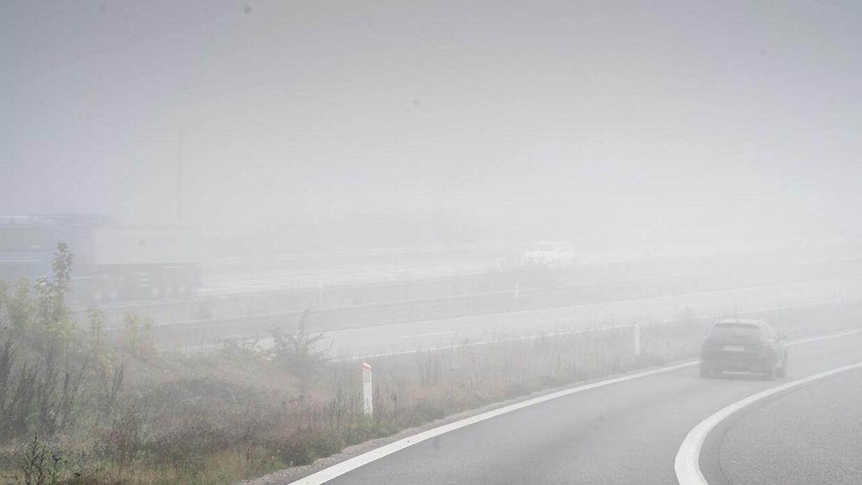 Husk at tænde for tågelygterne, hvis du begiver dig ud i trafikken i tæt tåge.