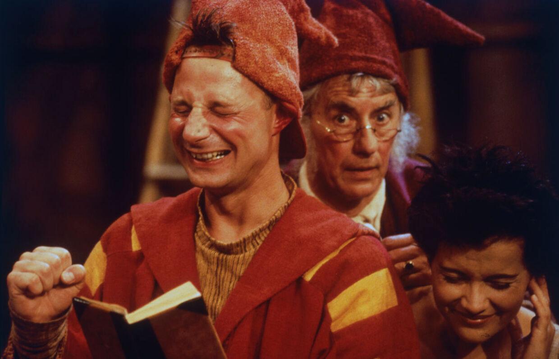 TV 2's julekalender 'Alletiders jul' fra 1994 er blevet sendt flere gange. Her ses nisserne Pyrus, Jan Linnebjerg, og Gyldengrød, Paul Hüttel, samt Karen Gardelli som Freja.