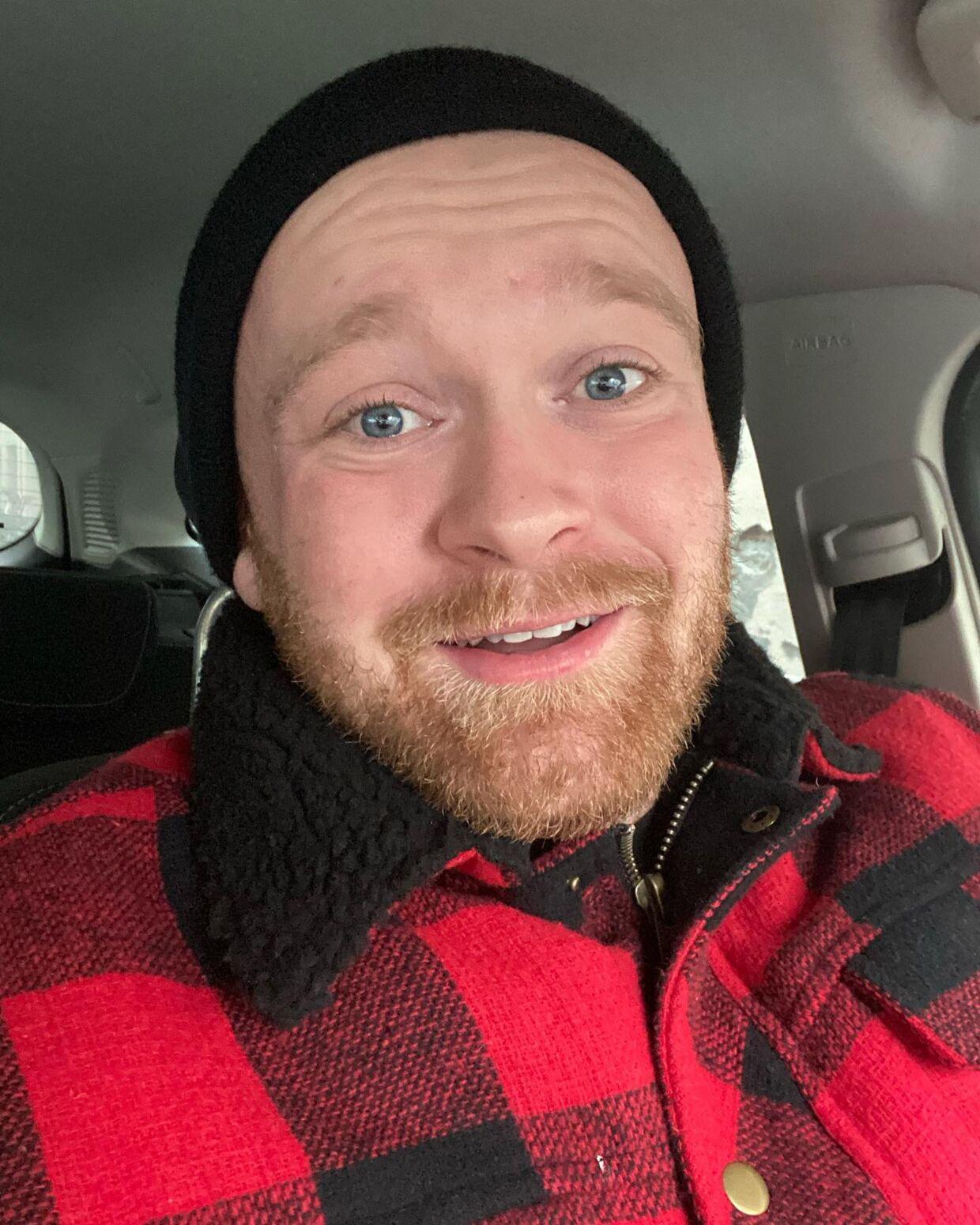 En glad Mark Le Fêvre på vej hjem fra Rigshospitalet.