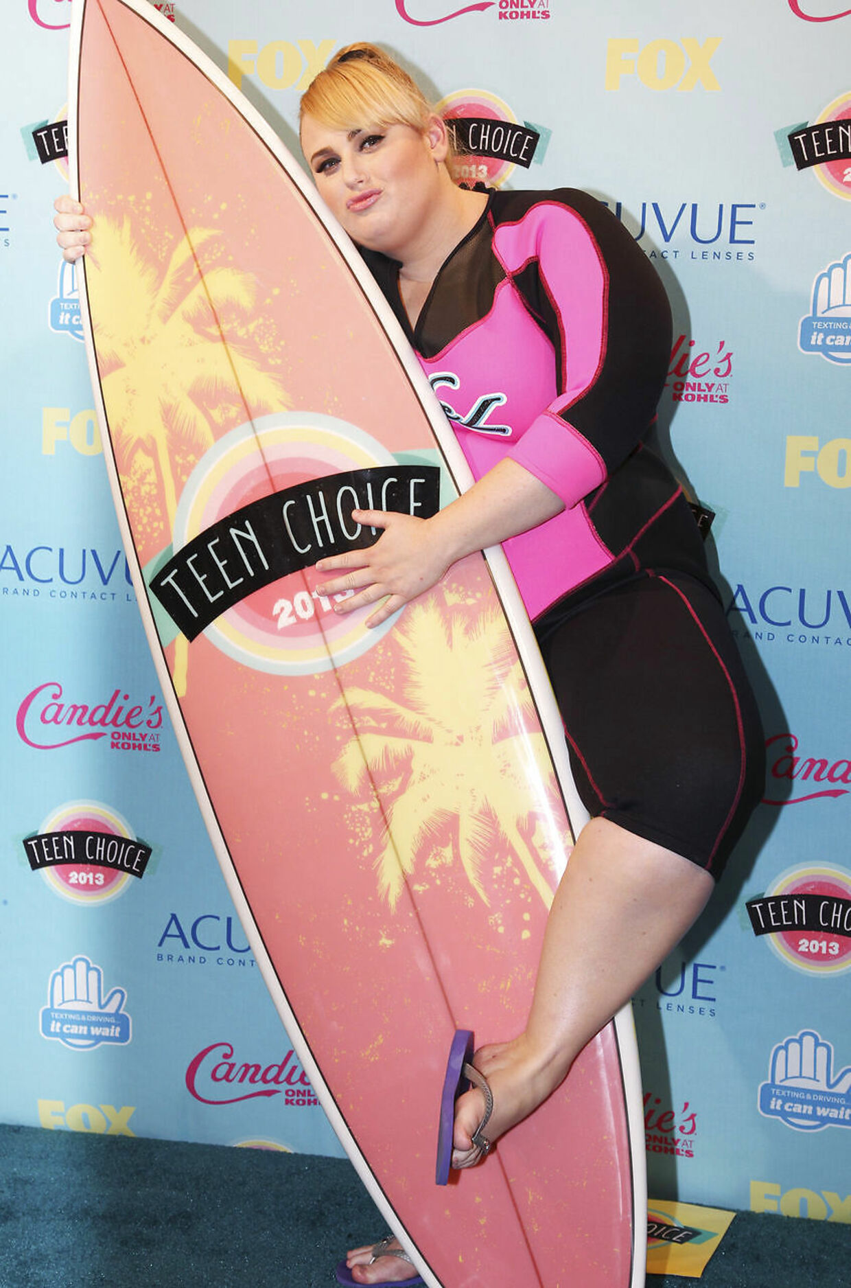 Rebel Wilson fotograferet i forbindelse med en Teen Choice Awards i 2013, hvor hun vandt en pris for sin rolle som Fat Amy.