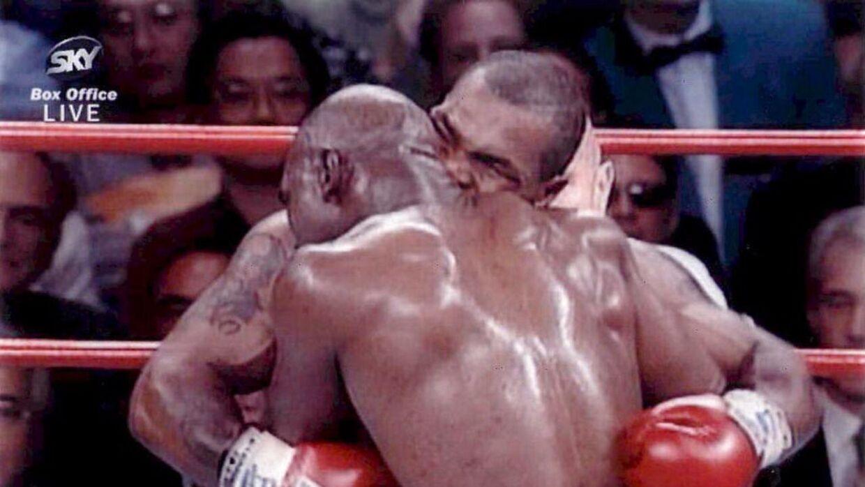 1997-kampen blev ikonisk, fordi Tyson bed en del af Holyfields øre af.