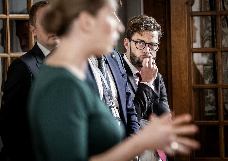 Statsminister Mette Frederiksen og særlig rådgiver Martin Justesen efter Folketingets åbning på Christiansborg 6. oktober 2020. (Foto: Liselotte Sabroe/Ritzau Scanpix)