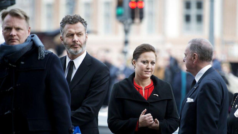Стефани Сюрруг настолько близко подошла к принцу Хенрику, что была среди тех, кого специально приглашали на церемонию, когда он умер и заложил Каструм Долорис.