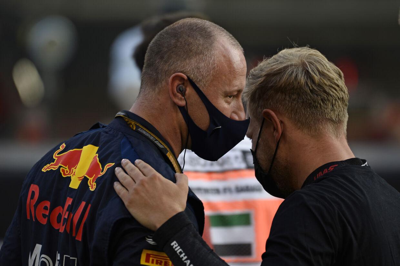 På gridden sagde Kevin Magnussen farvel til den danske Red Bull-mekaniker, Ole Schack.