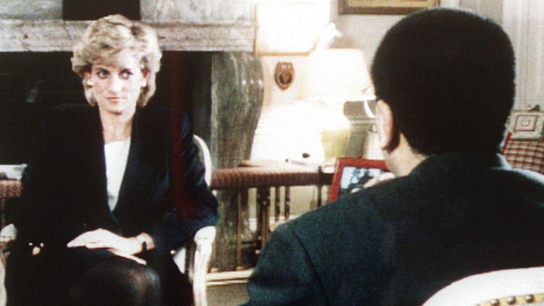 Prinsesse Diana chokerede alle, da hun i 1995 hængte det britiske kongehus' beskidte vasketøj til frit skue i et interview med BBC-journalisten Martin Bashir. Men blev prinsessen i virkeligheden afpresset af journalisten til at give det afslørende interview? Ifølge en ny dokumentar kan det være tilfældet.