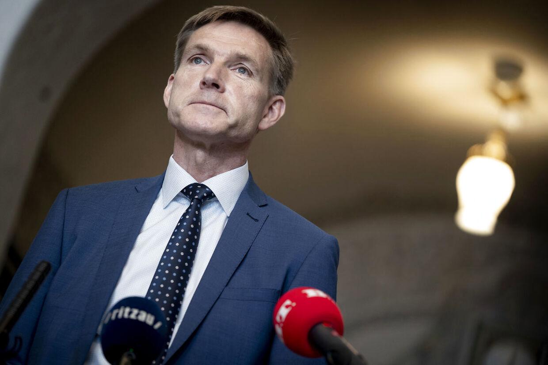 »Man sidder med en ubehagelig fornemmelse af, at regeringen prøver at fabrikere et tænkt scenarie,« siger Kristian Thulesen Dahl.
