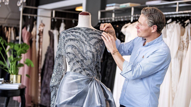 Йеспер Ховринг занимается дизайном платьев с детства.