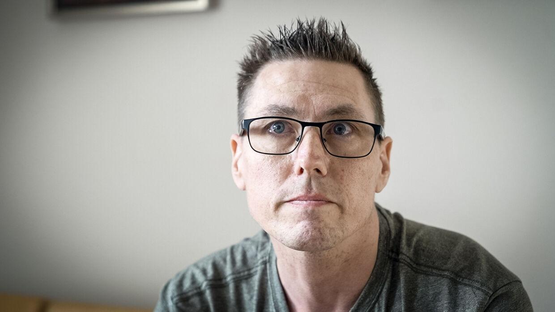»Det er fuldstændig vanvittig,« siger kræftsyge Anders Bonnemann, der fik besked om, at der på Aarhus Universitetshospital skulle gå seks måneder fra symptomerne til han skulle undersøges for ny kræft. Foto: Rasmus Laurvig/Byrd