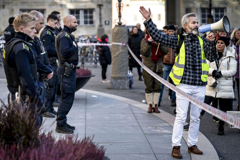 Flemming Blicher under en demonstration mod Epidemiloven ved Christiansborg i København, onsdag den 4. november 2020. (Foto: Mads Claus Rasmussen/Ritzau Scanpix)