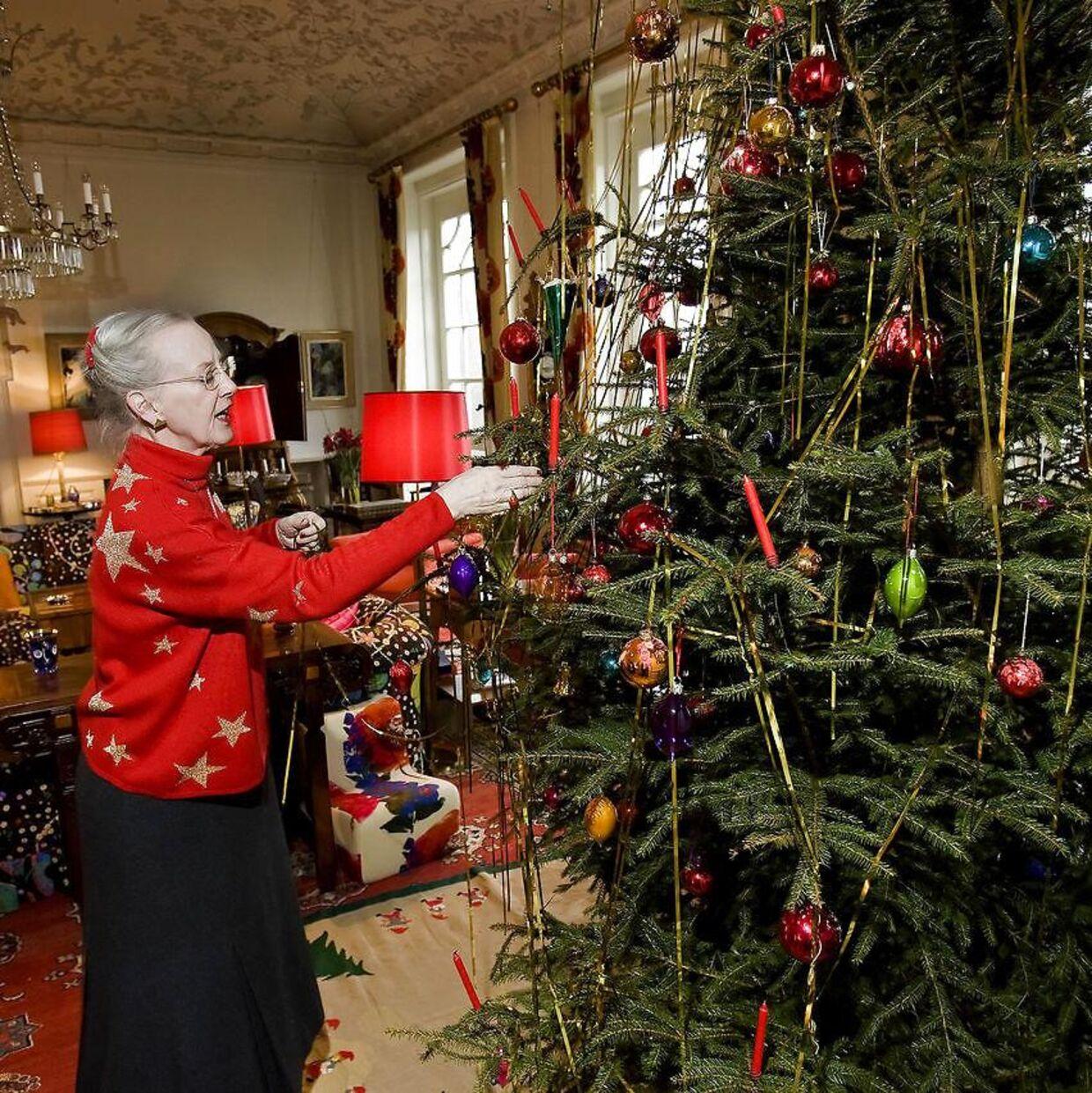 Dronning Margrethe fejrer i år jul på Marselisborg Slot med prins Joachim og hans familie.