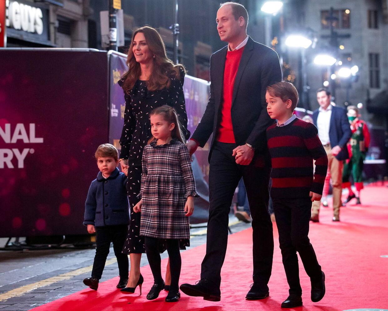 Prins William og hertuginde Kate var med i tvklip i den transmitterede tale.