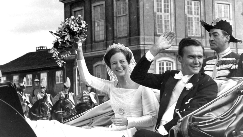 Датчане ликовали, когда наследница престола принцесса Маргрет вышла замуж за принца Хенрика в 1967 году.