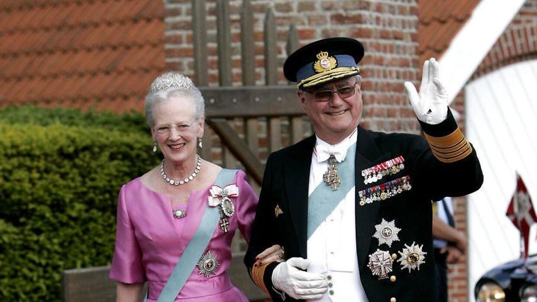 Принц Хенрик нашел мир со своей ролью в старые времена, когда он наслаждался жизнью со своими внуками и начал больше заниматься искусством и своими интересами.  По словам Стефани Сюрруг, примерно в 2008-2010 годах принц был действительно на высоте.  Здесь он замечен на свадьбе принца Иоахима и принцессы Мари в 2008 году.