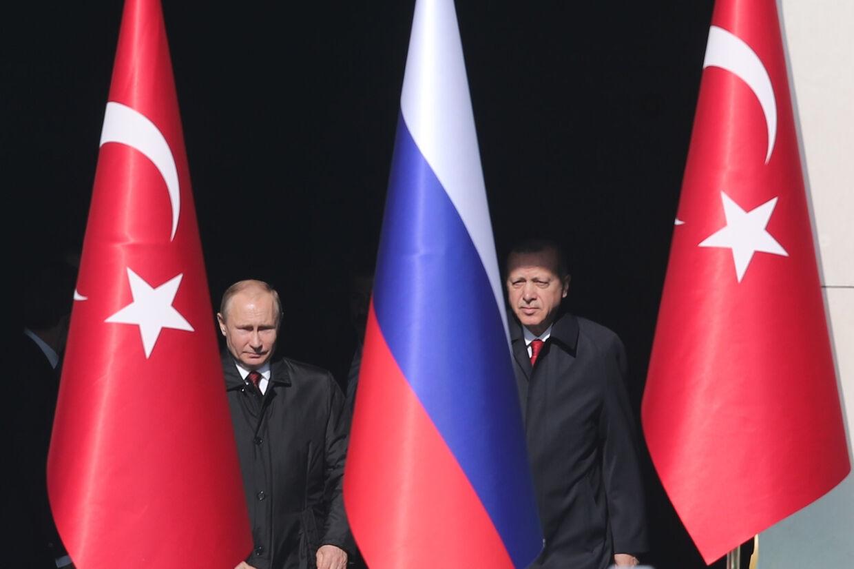 Tyrkiets præsident, Tayyip Erdogan, og hans russiskse modpart, Vladimir Putin, ved et møde i Ankar. Der er nu tilnærmelser mellem Tyrkiet og USA. Umit Bektas/Reuters