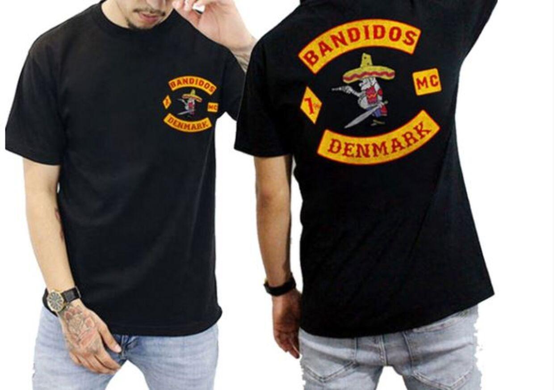 T-shirts, med hvad der ligner originale Bandidos-logoer, kan købes fra 78 kroner. Den fra 'Denmark' koster 124 kroner.