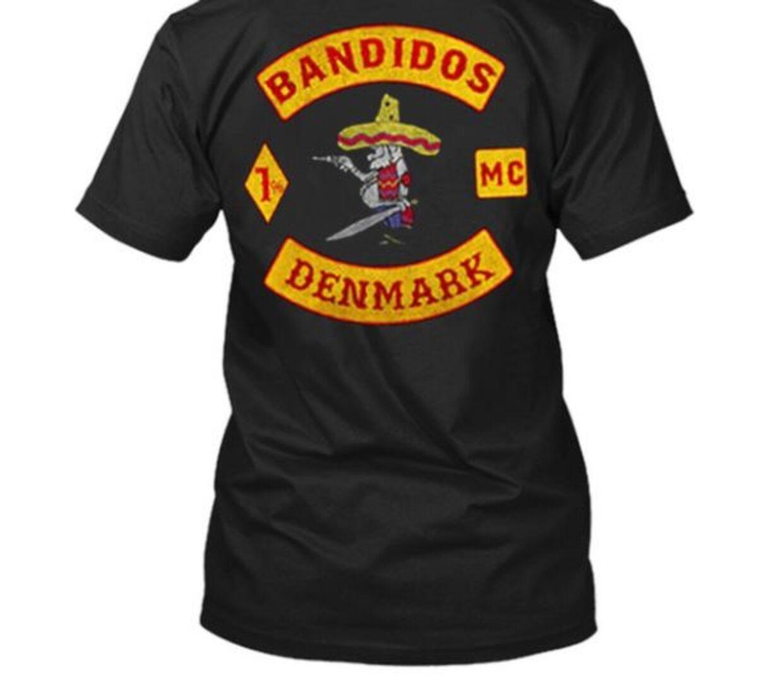 Sort T-shirt med Bandidos-logo på ryggen.