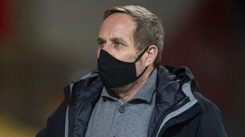 Carsten V. Jensen fandt det ikke sjovt at varme Peter Schmeichel op, da de spillede sammen.
