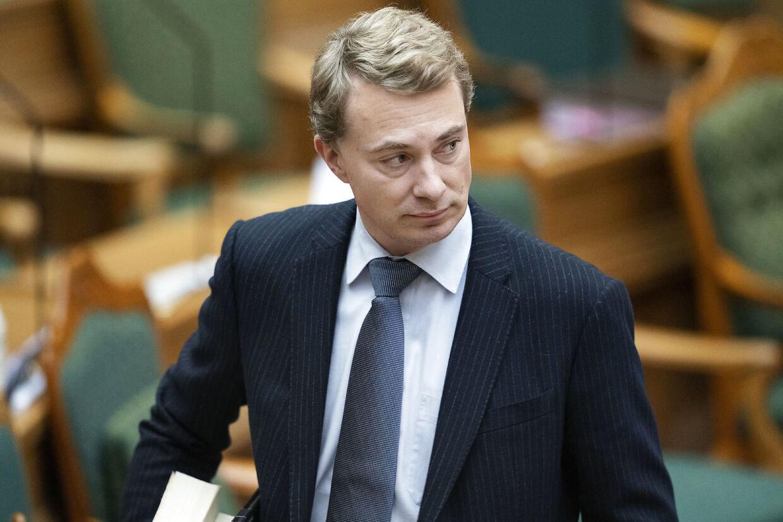 Dansk Folkepartis Morten Messerschmidt kritiserer, at EU er for langsomme til at få godkendt vacciner mod covid-19