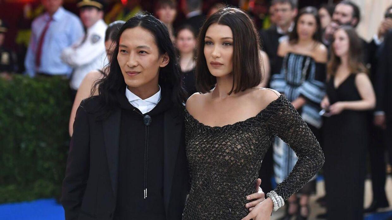 ARKIVFOTO af designeren Alexander Wang sammen med modellen Bella Hadid.