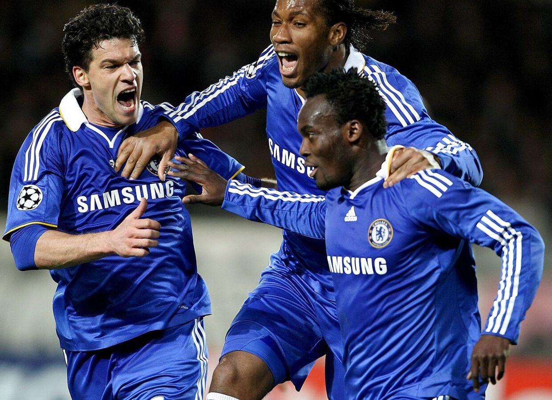 Michael Essien fejrer en scoring mod Juventus i Champions League med Michael Ballack og Didier Drogba i 2009.