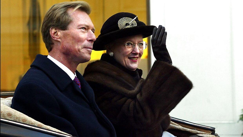 Storhertug Henri, der på dette arkivfoto ses sammen med dronning Margrethe, er kommet i modvind efter sin juleferie til Frankrig.