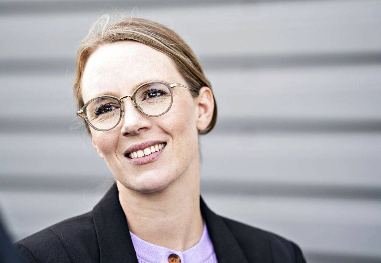 Miljøminister Lea Wermelin (S) besøger Aage Vestergaard Larsen A/S for at se på genanvendelse af plastik, i Mariager mandag 7. september 2020. Virksomheden, der håndterer langt størstedelen af danskernes plastikaffald, har netop søgt patent på en nyudviklet maskine, som har potentiale til at fordoble den danske genanvendelse af plastikaffald. (Foto: Henning Bagger/Ritzau Scanpix)