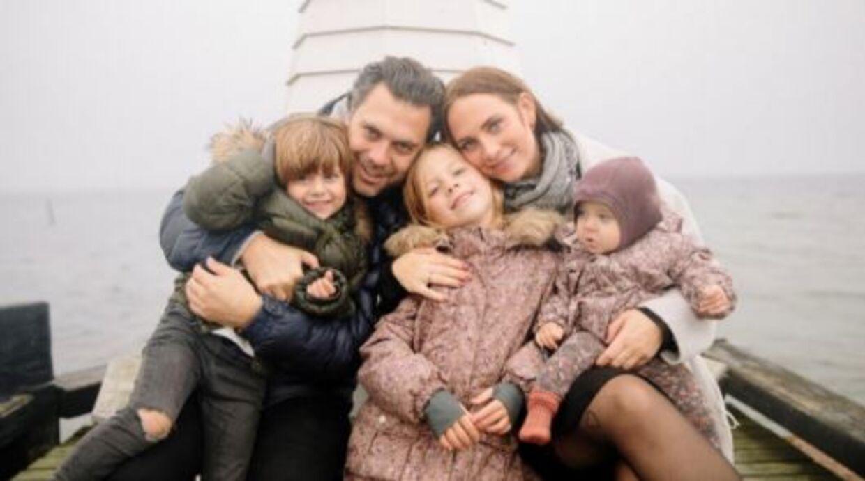 Lisbeth og Christian med deres tre børn.