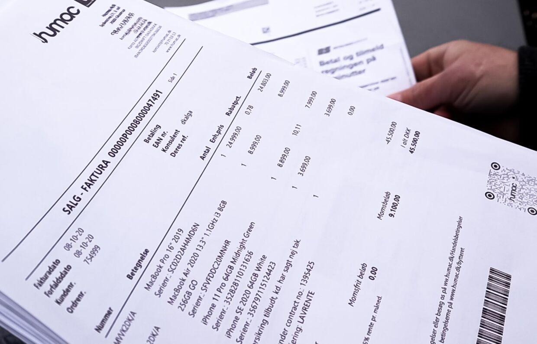Kvittering fra Humac, hvor der er købt computere og telefoner for næsten 50.000 kroner.