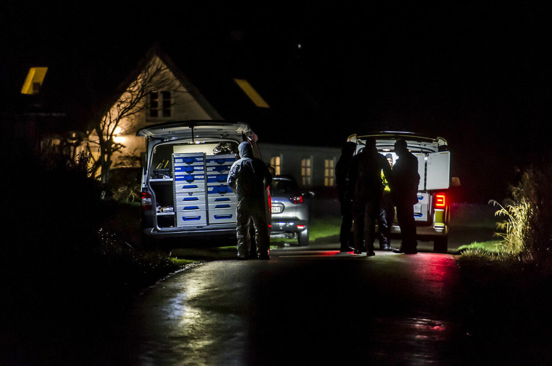 Politi ved bosted i Fårevejle, hvor en 29-årig mand blev dræbt onsdag 30. december 2020. En 19-årig mand fremstilles i grundlovsforhør torsdag klokken 13 sigtet for at have dræbt en 29-årig mand. Det skriver Ritzau, torsdag 31. december 2020. (Foto: Jokum Tord Larsen/Ritzau Scanpix)
