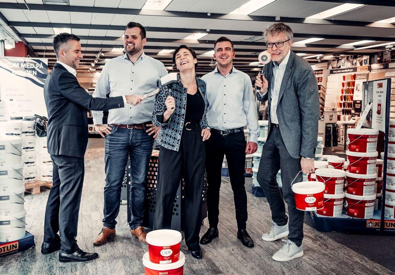 De to iværksættere med de tre investorer, Jacob Risgaard, Mia Wagner og Jan Lehrmann.