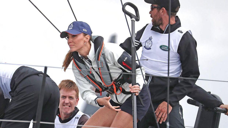 Prins William har virkelig skudt papegøjen, da han fandt Kate. Hun kan både være fin, sjov og sporty.