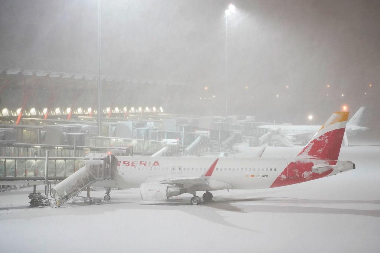 Lufthavnen i Madrid er lukket på grund af sne