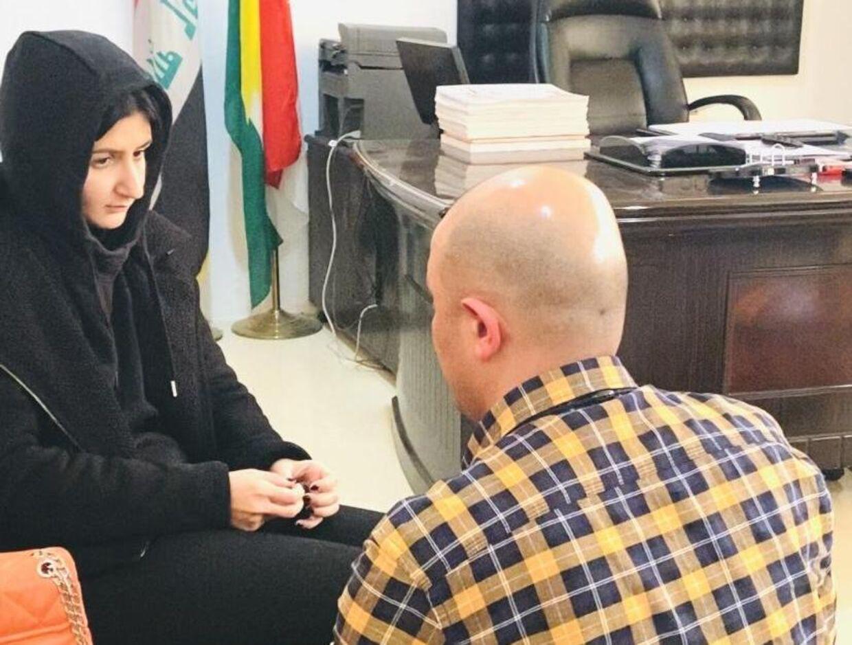 17-årige Sarah blev ulovligt ført ud af Danmark af sine forældre, mens hun var tvangsfjernet. Organisationen Ny Identitet og Nader Ashkani (på billedet) rejste til irakisk Kurdistan og hjalp hende i sikkerhed på et kvindecenter. Sarah er stadig ikke i Danmark og venter på, at hun komme hjem.