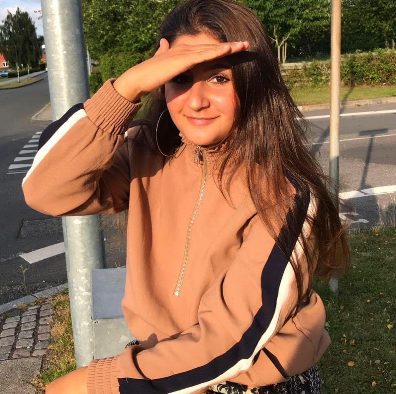 Sarah er født og opvokset i Østjylland, hvor hun som 16-årig blev bortført til irakisk Kurdistan af sine forældre. Planen var, at hun ikke skulle tilbage til Danmark igen.