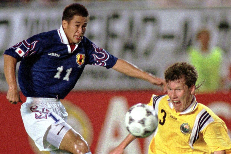 Billedet her er fra en VM-kvalifikationskamp i 1997. 24 år senere spiller Kazuyoshi Miura stadig på topplan. Kimimasa Mayama/Reuters