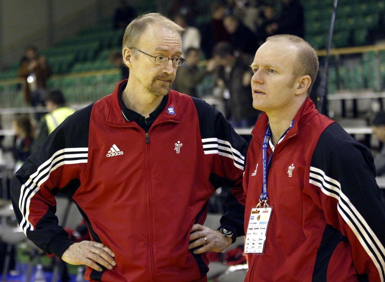 Michael Fenger (th.) i sin tid som assistenttræner på herrernes håndboldlandshold. Nu skal han være borgmester i Gentofte.