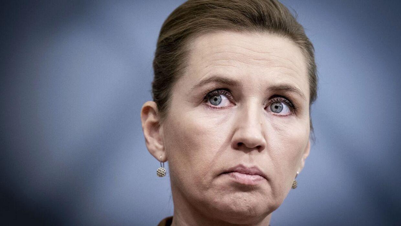 Mette Frederiksen sagde til TV 2, at der ikke foreligger en aftale om erstatninger for de aflivede mink, da 'der ikke var samlet 90 mandater'. Oppositionen er vred over, at regeringen ikke har indkaldt til forhandlinger i snart en måned.