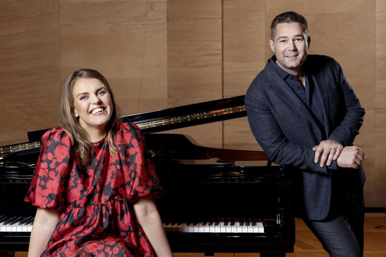 Katrine Muff og Johannes Langkilde er det nye makkerpar, når danskerne igen kan mødes om en times fællessang fra fredag den 22. januar. Agnete Schlichtkrull/Free