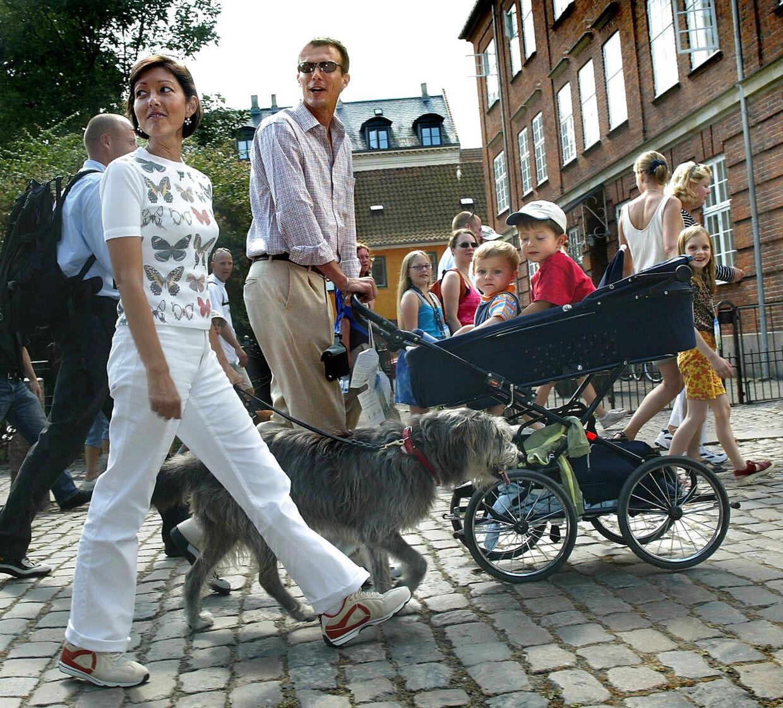 Prins Joachim og prinsesse Alexandra deltog i 2003 i Ecco Walkathonsammen med deres to små sønner.