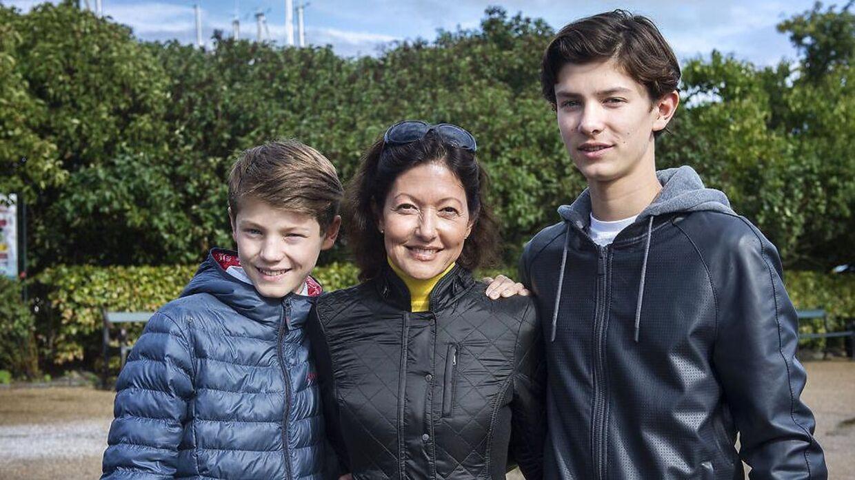 Grevinde Alexandra ses her med sine to sønner i 2015.