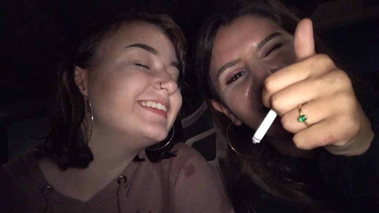 Karoline og Sarah var naboer i mere end fem år. I den tid blev de to piger tætte veninder. Sarah levede et helt almindeligt liv for en pige på hendes alder, fortæller flere veninder.